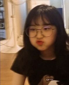 Image discovered by ♥️. Find images and videos about aesthetic, loona and yeojin on We Heart It - the app to get lost in what you love. Korean Girl Photo, Cute Korean Girl, Asian Girl, Girl Pictures, Girl Photos, Japonese Girl, Korean Beauty Girls, Girl Korea, Ulzzang Korean Girl
