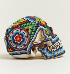 UrbA // ActU: Perles et têtes de mort par Our Exquise Corpse et les Huichol du Mexique - Design