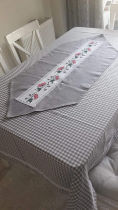 Mattress, Furniture, Home Decor, Herb, Amor, Embroidery Techniques, Table Toppers, Mesas, Decoration Home