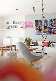 Sala de estar clean e moderna.