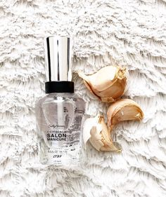 Ingredients 1 clear nail polish Garlic clove Preparation Take of the garlic clove and peel it Smash garlic cloves with the texture of a puree Place the garlic puree inside the clear nail po… Clear Nail Polish, Nail Polish Bottles, Nail Growth Tips, Nail Repair, Garlic Clove, Coffin Shape Nails, Beauty Cream, Healthy Nails, Ongles