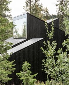Completed in 2016 in Lillehammer, Norway. Images by Rasmus Norlander, Einar Elton. Cabin Vindheim is situated deep into the forest, in the alpine landscape close to Lillehammer / Norway. The cabin is inspired by the classic motif of. Norwegian House, Black House Exterior, Forest Cabin, Space Architecture, Sustainable Architecture, Cabins In The Woods, House And Home Magazine, Exterior Design, Outdoor Gardens