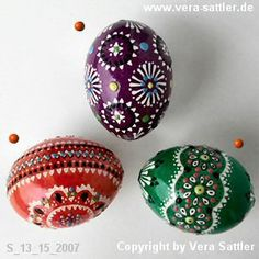 I have no clue how to do wax painted Sorbian Eggs, but I love this and migh use the lacy design in a pysanky egg.