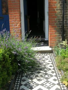My front path Garden Inspiration, Garden Doors, Dream Garden, Seaside Garden, Small Front Gardens, Garden Planning, Home Landscaping, Front Garden Design, House Front