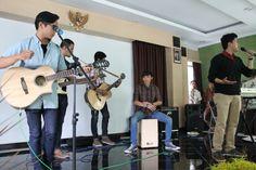 the mahoons , live at Gatot Soebroto