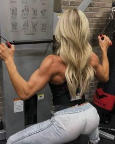 "7,369 Likes, 299 Comments - Heidi Powell (@realheidipowell) on Instagram: ""A pre-holiday shoulder boulder burner. Because who doesn't want to clear a little extra room for…"""