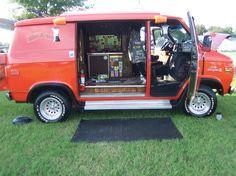 STOW-AWAY 1975 Short-wheel-base Chevy Van..vk