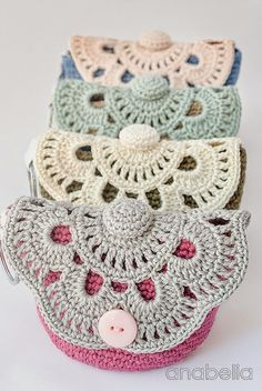 Make up crochet pouches by Anabelia, free pattern