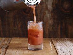Rabo de galo - drinque com cachaça e vermute tinto