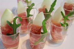 Lekker: parmaham met meloen geserveerd in een glaasje