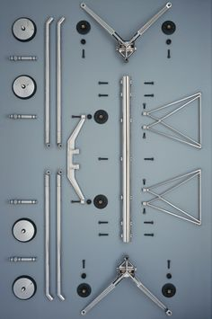 The Nomos table, developed for Italian furniture manufacturer Tecno, is characterised by its splayed metal legs angled from a central spine. Modular Furniture, Art Deco Furniture, Office Furniture, Furniture Design, Italian Furniture, Classic Furniture, Crate Desk, Drawing Desk, Pvc Pipe Projects