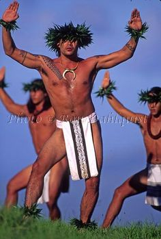 Male hula Kahiko dancers, Maui, Hawaii// I think I need a towel to dry my hands. Polynesian Men, Polynesian Dance, Polynesian Islands, Polynesian Culture, Hawaiian Islands, Hawaiian People, Hawaiian Dancers, Hawaiian Art, We Are The World