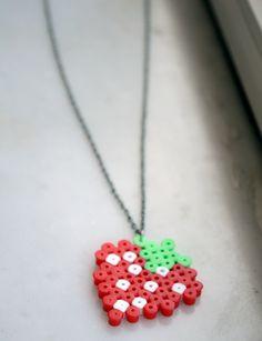 diy bügelperlen, strawberri necklac, hama thing, necklaces, hama bead, leuk, perler bead, hama necklace, hamabead