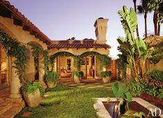 Ernie Carswell and Donald Kreindler hired MAC II's Mica Ertegün and John C. Schaberg to conceive the interiors of their house in Los Angeles.At the entrance, a Indian door, from Arte de Mexico, leads to a courtyard. Mexican Style Homes, Spanish Style Homes, Spanish Revival, Spanish House, Spanish Colonial, Spanish Courtyard, Courtyard House, Spanish Garden, Hacienda Style Homes