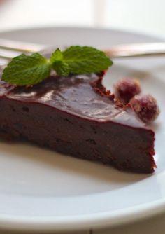 chocolate cranberry fudge cake with chocolate cranberry ganache | a cup of mascarpone
