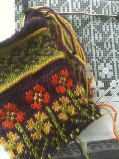 Fair Isle Knitting Patterns, Fair Isle Pattern, Knitting Charts, Knitting Stitches, Knitting Designs, Knitting Socks, Knitted Hats, Yarn Projects, Double Knitting