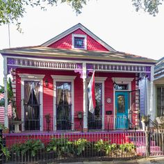 PRC 2015 Shotgun House Tour - 2 days - Saturday March 28 and Sunday March 29 You know Spring has arrived in New Orleans when the annual . Tours New Orleans, New Orleans Homes, French Cottage Decor, Cute Cottage, Pink Houses, Little Houses, Colorful Houses, Boho Houses, New Orleans Architecture