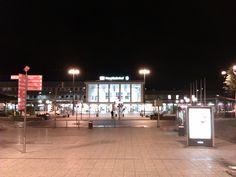 Der Hauptbahnhof am frühen Morgen. Meine letzte Bahnfahrt nach Wiesbaden.