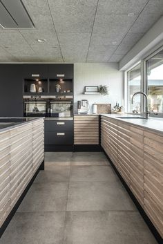Coffee Oak Line Køkken - fremragende design - AUBO Kitchen Room Design, Modern Kitchen Design, Diy Kitchen, Kitchen Interior, Küchen Design, House Design, Design Ideas, Scandinavian Kitchen, Decor Interior Design