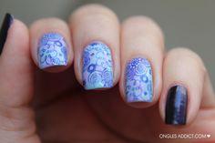 Fleur bleu 02 - j'adore ce rendu trouvé sur onglesaddict.com !