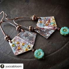 I have often wondered if Lynn had secret elves working for her as she puts out so many beautiful designs. Amazing. #ooakartisans ...... #Repost @yuccabloom (@get_repost)  #earrings #jewelrydesigner #jewelrylover #thebest