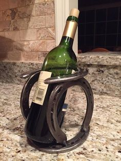 This horseshoe wine rack is a perfect addition to any equestrians wine collection! This hand-welded, rustic piece will definitely turn heads. Made to order with used horse shoes. Comes in natural (as shown) or black. Horseshoe Projects, Horseshoe Crafts, Horseshoe Art, Metal Welding, Welding Art, Blacksmith Projects, Welding Projects, Used Horse Shoes, Horseshoe Boot Rack