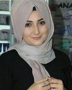 Beautiful Muslim Women, Beautiful Hijab, Beautiful Eyes, Arab Girls Hijab, Muslim Girls, Hijabi Girl, Girl Hijab, Beauty Full Girl, Beauty Women