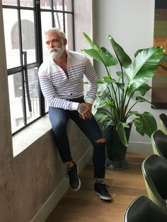 Beard Styles For Older Men, Hair And Beard Styles, Grey White Hair, Men With Grey Hair, Mustache Men, Moustache, Hot Dads, Grey Beards, Sexy Beard