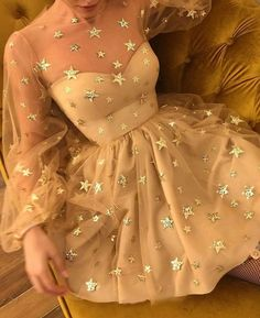 "Gefällt 3,053 Mal, 15 Kommentare - Wedding Dream (@weddingdream) auf Instagram: ""Still looking for a unique gown to complete your engagement party? Then this starry dress from…"""