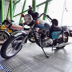 """II Salón del Vehículo Clásico, de Época y Colección, """"Retro Auto&Moto Málaga"""" celebrado en el Palacio de Ferias y Congresos de Málaga (Fycma) del 30 de enero al 1 de febrero   Triumph Boneville 750 #triumph #autoretro #retromalaga2015 #retro #bonneville # #vintage #igers #igerscadiz #igersmalaga #malaga #andalucia #vehiculoclasico #clasicoshistoricos #fycma #motorcycles #igersriders #england   Foto: @works1981 en Instagram"""
