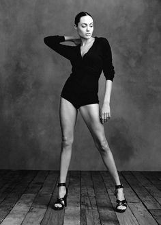 "Angelina Jolie ""Rebel with a Cause"" photo by Annie Leibovitz for Vogue 2002 Annie Leibovitz Photos, Annie Leibovitz Photography, Anne Leibovitz, Angelina Jolie, Jolie Pitt, Brad Pitt, Portrait Photography, Fashion Photography, Photography Projects"