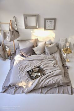 bedroom inspiration | grey | mattress on the floor