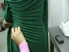 37 super ideas for origami fashion haute couture Dress Neck Designs, Blouse Neck Designs, Dress Sewing Patterns, Clothing Patterns, Sewing Clothes, Diy Clothes, Girls Dresses Sewing, Mode Origami, Draping Techniques