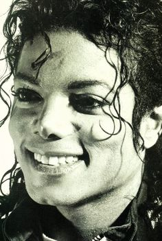 What a beautiful smile :) MICHEAL JACKSON                                                                                                                                                      More