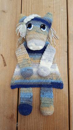 Lappenpop Sascha Blase Crochet Horse, Crochet Lovey, Crochet Headband Pattern, Crochet Gifts, Crochet Dolls, Crochet Yarn, Amigurumi Patterns, Crochet Patterns, Dou Dou