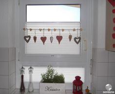 Tolle Fensterdeko am Küchenfenster - und dazu passende Plissees vom Raumtextilienshop
