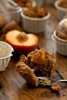 Dinkel-Muffins mit Pfirsichen und Amaretti