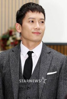 Ji Sung at Defendant's Press-Conference Ji Sung, Korean Actors, Love Him, Singing, People, Conference, Happiness, Bonheur, Being Happy