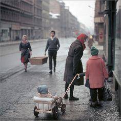 Poster DDR - Familie in Leipzig 1959 *** so einen Handwagen hatte meine Oma für mich auch ***