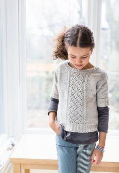 Пуловер для девочки связан спицами. Оригинальный пуловер с короткими рукавами