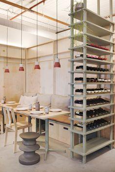 Ruyi Dumpling & Wine Bar opened its fabulous Hecker Guthrie designed doors earlier this month in Melbourne. Cafe Bar, Design Café, Interior Design, Interior Sketch, Flat Interior, Booth Design, Store Design, Interior Ideas, Interior Architecture