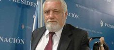 El secretario de Derechos Humanos de Argentina, Eduardo Luis Duhalde, murió hoy en Buenos Aires luego de la intervención a la que fue sometido en febrero pasado a causa de un aneurisma abdominal, confirmaron allegados al funcionario. Ver más en: http://www.elpopular.com.ec/49461-muere-eduardo-luis-duhalde-secretario-argentino-de-derechos-humanos.html?preview=true