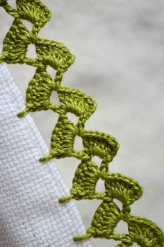 Crochet Edging Tutorial, Crochet Edging Patterns, Crochet Borders, Crochet Instructions, Crochet Designs, Crochet Leaves, Thread Crochet, Filet Crochet, Bead Loom Designs