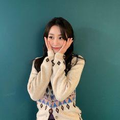 #Lovelyz #Jisoo #Jiddu #SeoJisoo #SeoJiddu #photo #picture #러블리즈 #지수 #지뚜 #서지수 #서지뚜 #포터 #사진 South Korean Girls, Korean Girl Groups, Multimedia, Seo Jisoo, Woollim Entertainment, Ji Soo, First Girl, Debut Album, Twitter