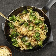 Pasta med råstekt broccoli och parmesan