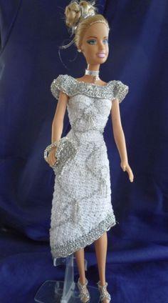 Crochet Barbie Patterns, Crochet Barbie Clothes, Crochet Dolls, Crochet Outfits, Barbie Style, Accessoires Barbie, Barbie Accessories, Barbie Dress, Barbie And Ken