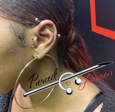43 ideas for piercing industrial vertical tragus Tatuagens & Piercings Tragus Piercings, Piercing Surface Tragus, Vertical Tragus Piercing, Cute Ear Piercings, Multiple Ear Piercings, Body Piercings, Cartilage Earrings, Piercing Tattoo, Tragus Piercing Jewelry