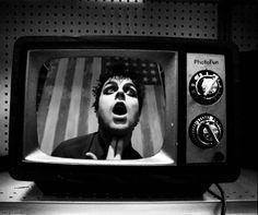 Television dreams of tomorrow.- American Idiot   Green Day