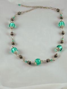 Collier vert émeraude et noir en Murano avec feuille d'argent, billes en métal noir avec strass et cristal émeraude : Collier par jade-et-cristal-de-marie