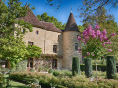 Leggett: French Property - Price: € 1470000 Property in Aquitaine Dordogne Fabulous château with guest house, pool and pool house set in 13 acres with a stream. Contact me for a virtual tour! Double Sided Fireplace, Open Fireplace, Property France, French Property, Property Prices, Property For Sale, Villas, Garage Guest House, France Country